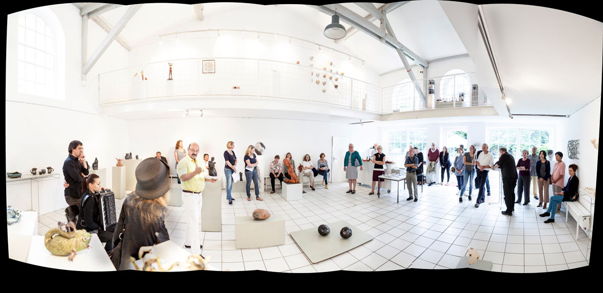 Salon 16 Panorama.jpg